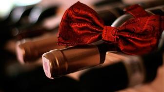 Czy ozdobne opakowania na wino z tektury są dobrą opcją?